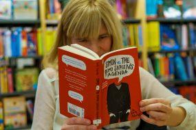 Ifølge  Leserundersøkelsen 2016 leste 40 prosent av leserne i Norge minst en fremmedspråklig bok i 2015. Vi merker godt at også lånerne er interessert i å lese utenlandske bøker. I løpet av siste 12 måneder har vi katalogisert 6.393 engelske titler i Biblioteksentralen. Foto: Jens-Chr. Strandos