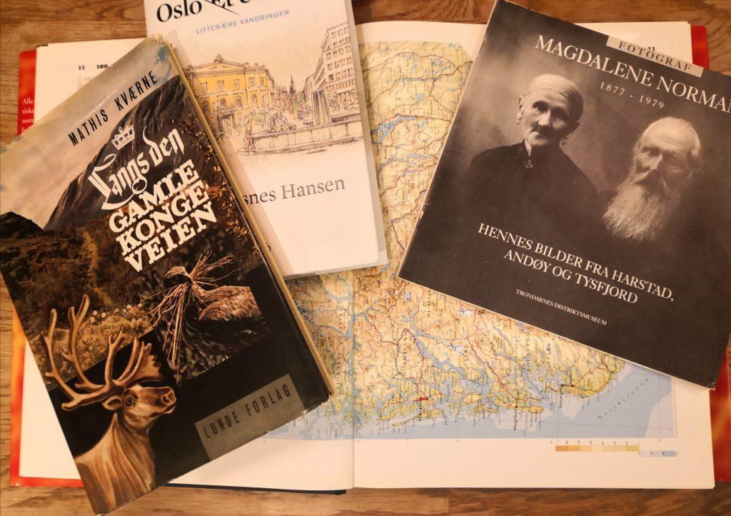 Atlas og bøker om steder